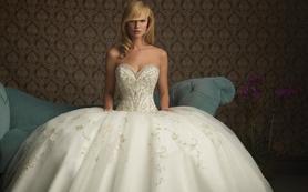 LaMoon婚纱—刺绣蓬裙