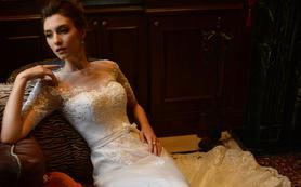 全手工镶钻限量版复古蕾丝胸衣式蓬纱裙