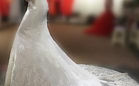 带袖一字肩鱼尾婚纱裙