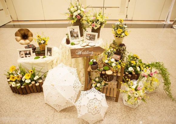 中岛:布置丰富精美漂亮的花艺设计摆放让人眼前一亮