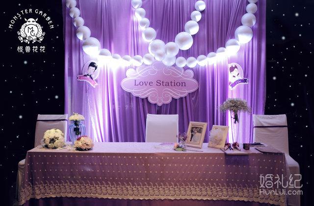 婚礼弥漫着粉紫色色调的浪漫,同时,怪兽花花倾情打造独一无二的新人