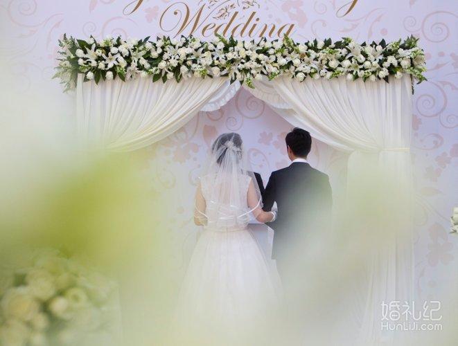 欧式户外婚礼路引