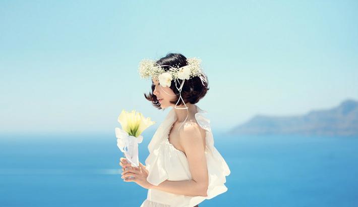 海边弹钢琴唯美婚纱图片