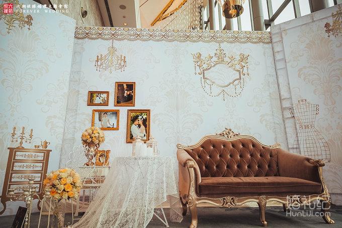 迎宾区 极简欧式背景,精致花墙以及定制甜品区签到区
