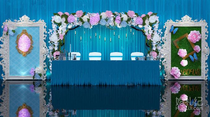 迎宾区 浅蓝色冰绸主背景 鲜花装饰 大型镜框 喷绘主背景 冰绸装饰