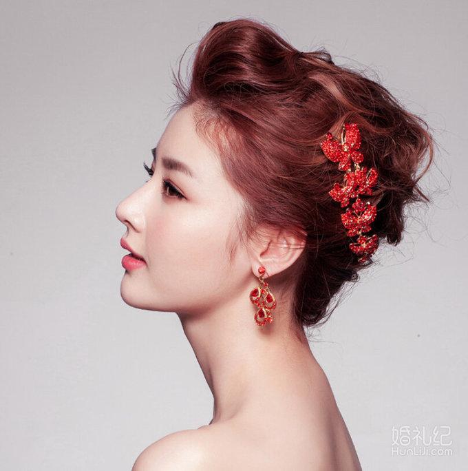 韩式新娘造型主打简约自然清新风格,妆面精致自然,发型灵动活泼图片