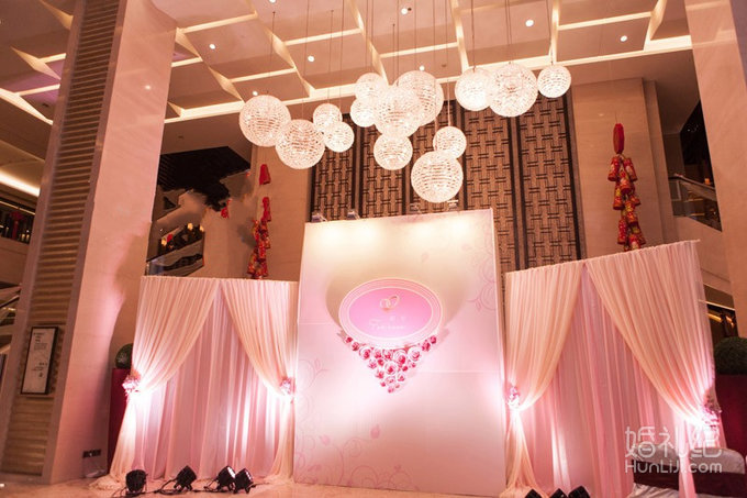 粉色欧式婚礼布置