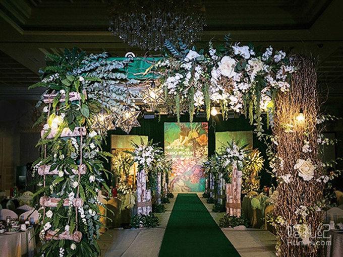舞台布置 婚礼背景设计 舞台副背景喷绘主题喷绘两组 舞台背景绢花