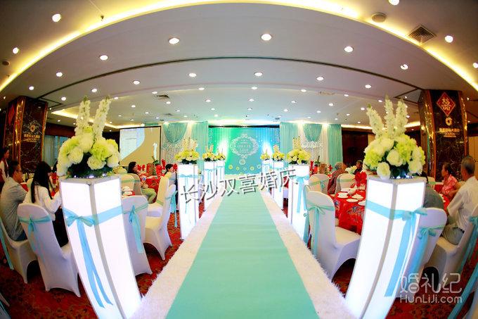 通程国际大酒店蒂芙尼蓝色系主题婚礼布置