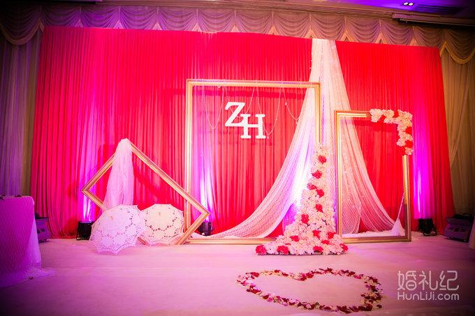 【艾丽丝】玫红色热恋室内婚礼套餐