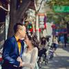西安的老街上 我们拍了婚纱照