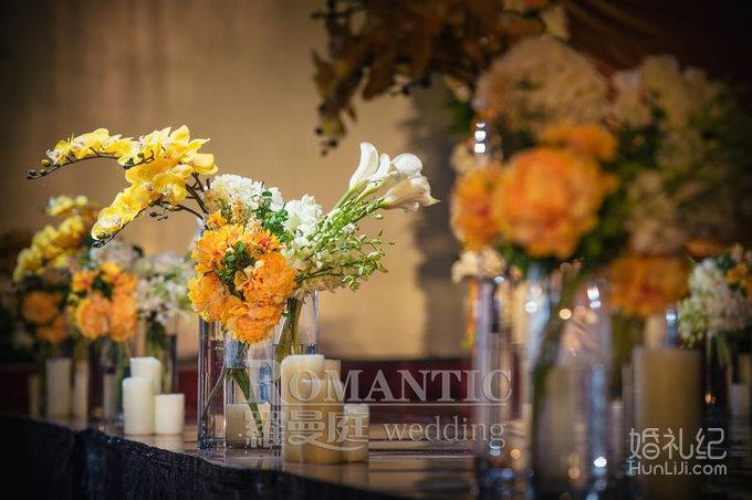 迎宾区:迎宾水牌,森系迎宾背景,花艺拱门,帷幔装饰,布艺签到桌,冷餐