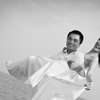 和老公的沙滩婚纱照到手 还热乎热乎的