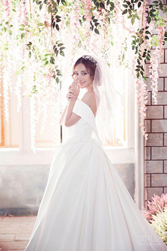 韩式温馨浪漫 拍摄景点:科玛小镇 服装造型:鱼尾,拖尾,长飘纱,小礼服