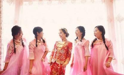 热闹喜气中式风 民国装伴娘服真美,婚礼纪 hunliji.com图片